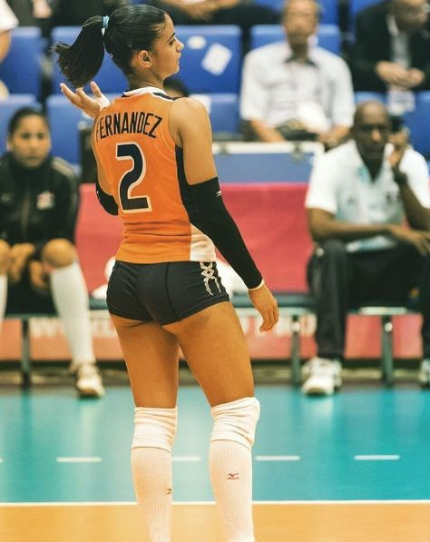 Winifer Fernández: 22 Hottest Pics DR Volleyball Player