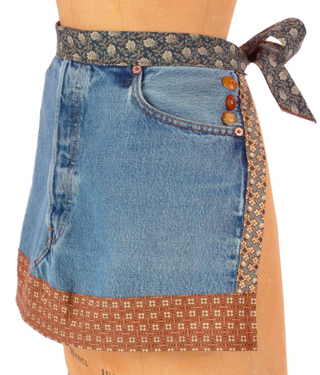 Free Jean Apron Pattern + Giveaway! - Craftfoxes I would use ties for the edges and not use the buttons.