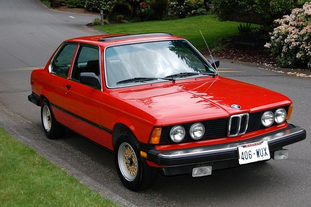 BMW 320i with sport package (E21)