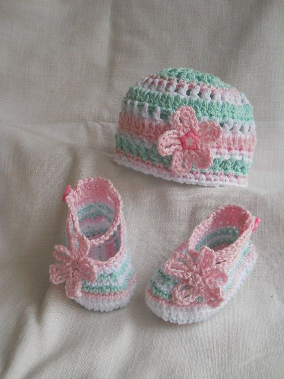Crocheted baby girl or boy set of booties and hat - newborn on Etsy, $13.90