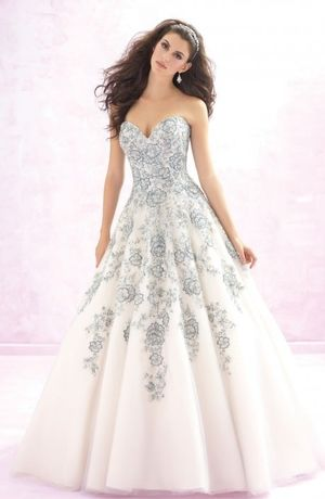 Sweetheart Princess/Ball Gown Wedding Dress  with Natural Waist in Tulle. Bridal Gown Style Number:33070020