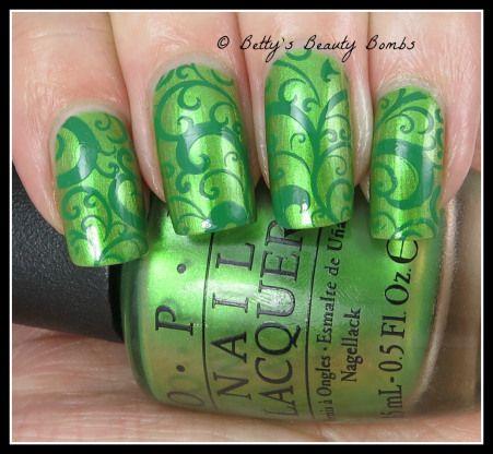 http://www.bettysbeautybombs.com/2015/03/06/two-tone-green-stamping-nail-art/ / Two tone green stamping nail art
