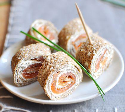 Galette de blé noir au Rondelé ail et fines herbes et saumon fumé - Envie de bien manger. Plus de recettes à base de saumon sur www.enviedebienmanger.fr/idees-recettes/recettes-saumon