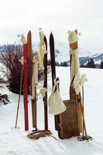 Echarpes, bonnets, moufles et besace tricotés en laine et alpaga en torsades