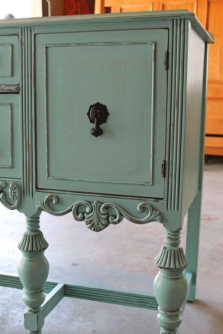 painted buffet - love this color! Possability for Buffet in garage!