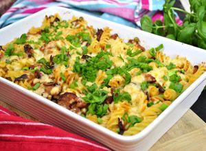 Zapiekanka makaronowa z kiełbasą i pieczarkami | Przepisy Kulinarne