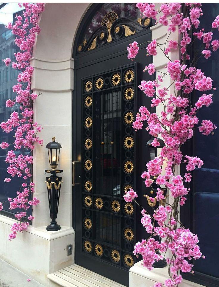 https://www.instagram.com/p/BRizvQYFZ1O/ #londondoors