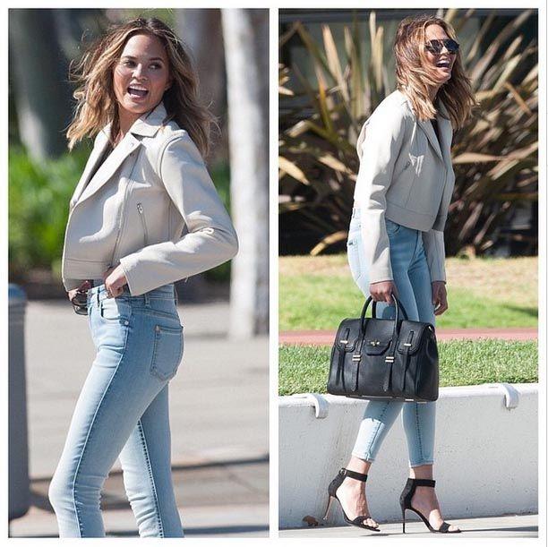 Веселая #ChrissyTeigen в «наших» укороченных джинсах 7 For All Mankind с высокой талией смотрится восхитительно, не правда ли? Эти джинсы из линейки Slim Illusion этого именитого бренда отличаются особым составом денима, который обеспечивает идеальную посадку и эффектно стройнит.