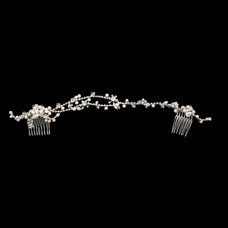 The OliveBridalHair Comb Vine is a beautiful setting and can be styled forward on the forward, on one side or completely at the back of the head. This bridal hair piece is bendable and can be curved and manipulated to suit the hair style and size of the head.This has a blend of clear crystalstone, diamonte and man made pearls in an white ivory colour.Measurement: 30cm L x 2cm WPresented in signature Roman