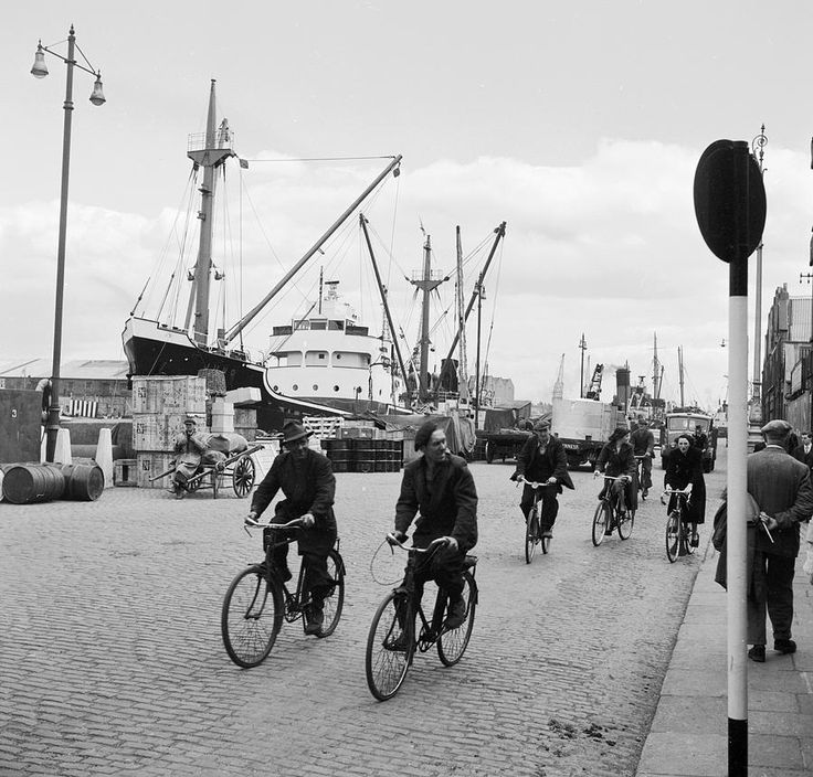 Cyclists on the docks in Dublin c.1960