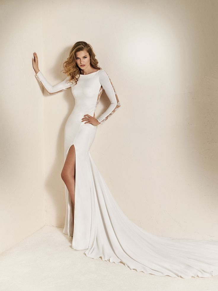 Leg slit wedding dress - Pronovias 2018 Collection