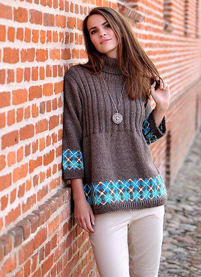 Skøn, lun strikmodel med flot ternmønster forneden på krop og ærmer, ribstrikket bærestykke og rullekrave. I denne strikkeopskrift kan du vælge at strikke en kort udgave – så bliver det en lækker sweater – eller i en lang udgave, så du har en dejlig vinterkjole!