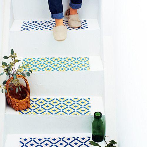 貼るだけ簡単♪通販で買えるオシャレなDIYアイテム | スクラップ ... 階段の滑り止めもかわいく♪