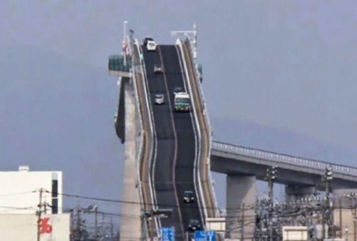 Este puente famoso le da ataques de pánico a la gente. Mira lo que sucede … DA MIEDO!