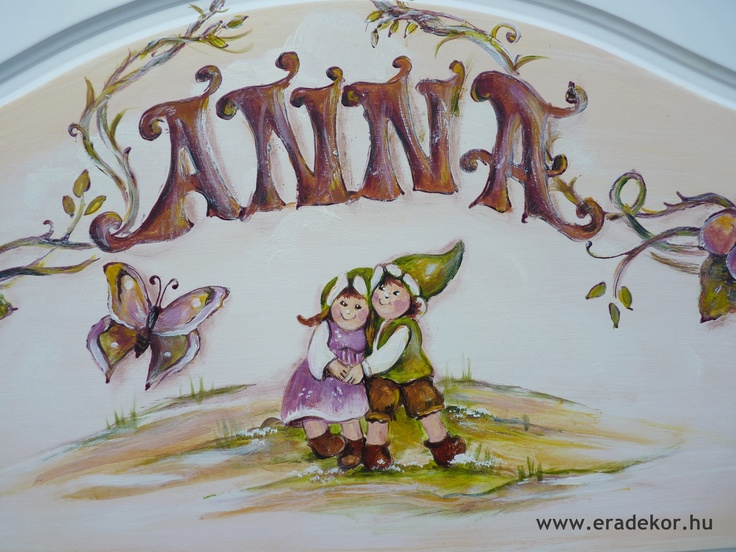 A tulajdonos keresztneve a fejtámlán - Anna névreszóló tömörfenyő indásvirágos-manós mintával festett fehér gyerekágy. Fotó azonosító: AGYANN35