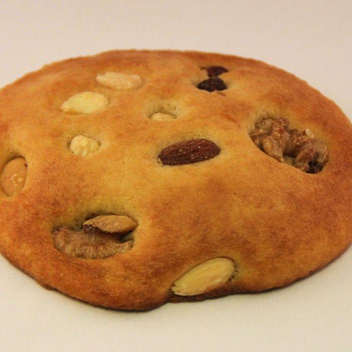 eierkoek met noten - het lekkerst als ze nog een beetje warm zijn.... (La Place heeft de lekkerste ! )