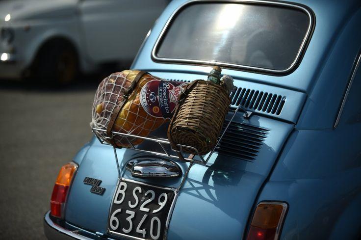 Milano, un tuffo nel vintage all'Idroscalo: il raduno delle 500 d'antan