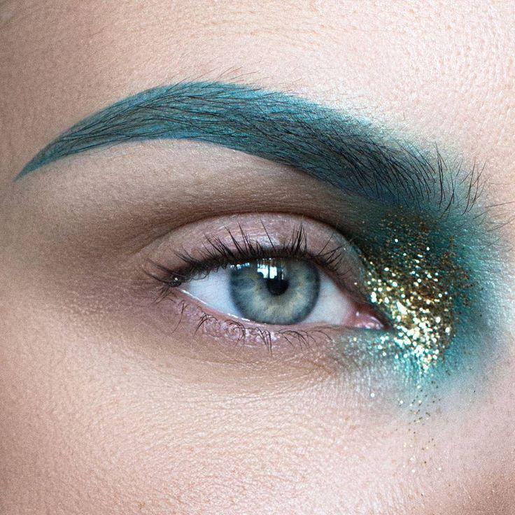 Products used: @maccosmetics eyeshadows steamy, electric eel, & Atlantic blue. Gold glitter (from the nutcracker Collection) #eye #eyeshadow #eyemakeup #eyeliner #ögonskugga #beauty #makeup #makeupaddict #makeupartist #mua #ilovemakeup #smink #muascomeup #makeuphall #featuremuas #macmakeup #makeupart #glitter #mermaidmakeup