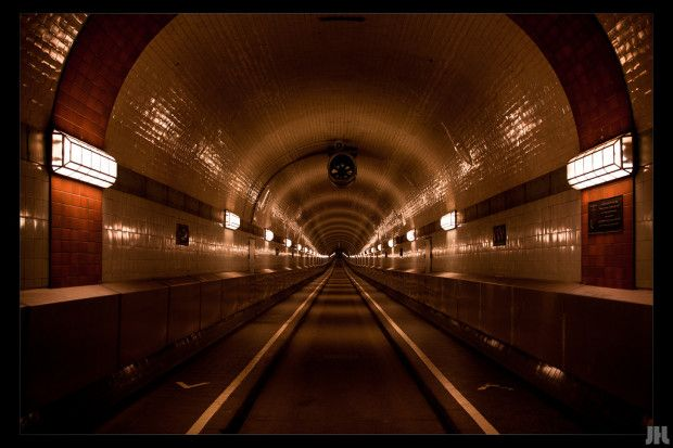 Der alte Elbtunnel ist 426,5m lang und verbindet die Landungsbrücken mit Steinwerder
