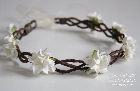 Gevlochten floral kroon, met grote mooie papieren bloemen en bladeren