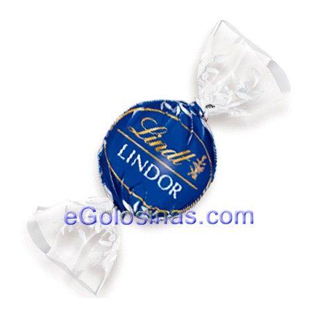 LINDOR NEGRO 45% es un bombon de chocolates Lindt con delicioso chocolate cremoso en el interior . Se vende envueltos individualmente en una bolsa 2Kg.