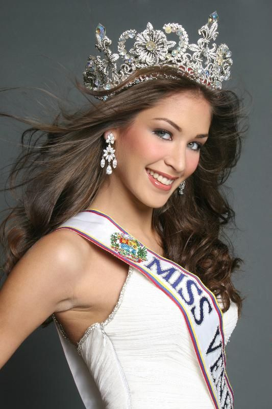 Miss Universe 2008 from Venezuela, Dayana Mendoza I would like to be Miss Universe, but to my fiancée I mean his Universe that means the most to me...