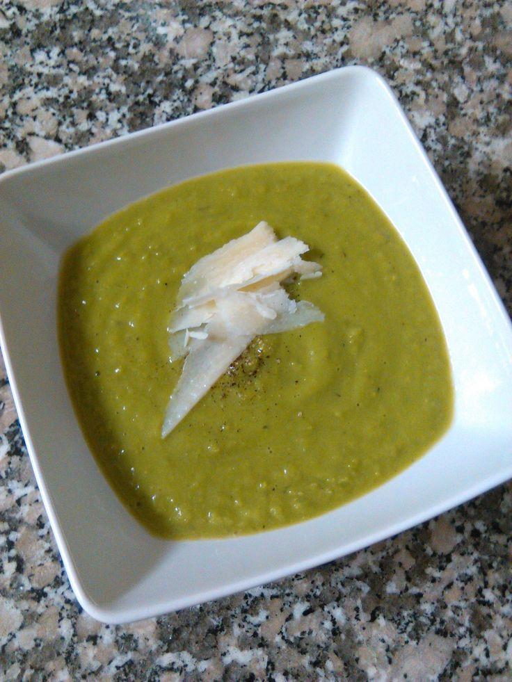 Quick Pea Cream Soup | booksandlavender.com