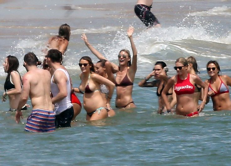 Blake Lively Shows Baby Bump in Bikini & Packs on PDA With Ryan Reynolds at Taylor Swift's Fourth of July Party | E! News