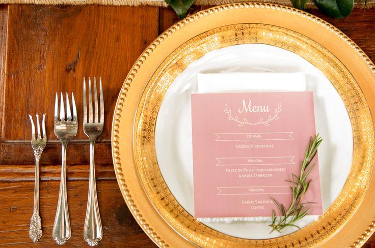 Event Design & Styling: Decor&Planning Detalles como el menú, el romero y la cristaleria hacen una combinación perfecta con nuestros florales
