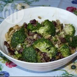 Salade de brocoli cru @ allrecipes.fr