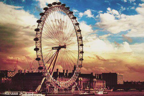 """""""Londres, a cidade do céu indeciso e do amor roda – gigante."""""""