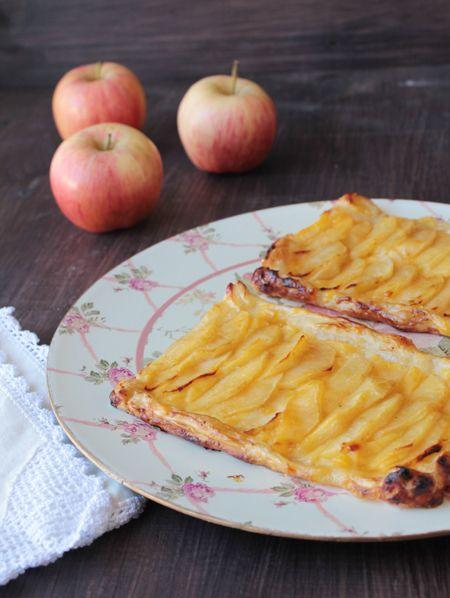 Tarta casera de manzana de hojaldre con crema