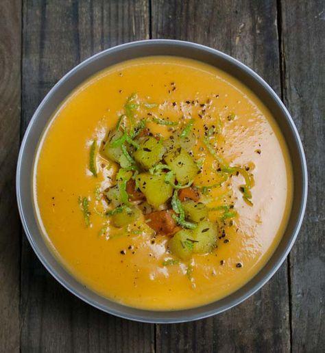 Schnelle und einfache Süßkartoffel-Kokos-Suppe mit Limetten und Chili. Eine tolle Kombination für kalte Herbst- und Wintertage.