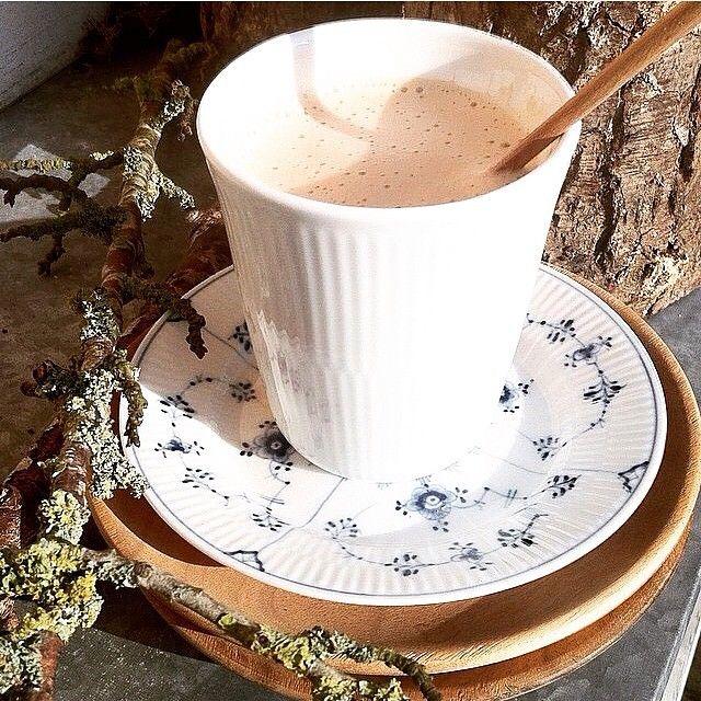 Coffee in the sun..... lovely picture @birthelc #muubs #royalcopenhagen #teak #spring #sun