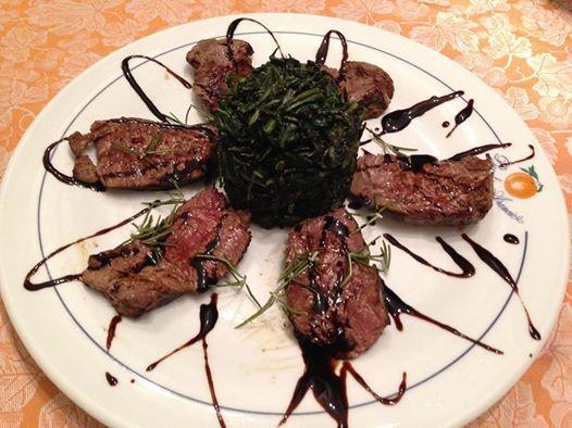 Tagliata di Filetto di manzo con Aceto Balsamico e Cicoria ripassata all'aglio, olio e peperoncino