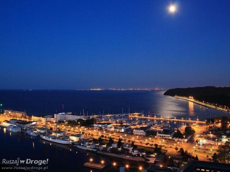 Gdynia nocą z lotu ptaka - widok z Sea Towers