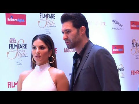 Sunny Leone looks STUNNING at Filmfare Glamour & Style Awards 2015.
