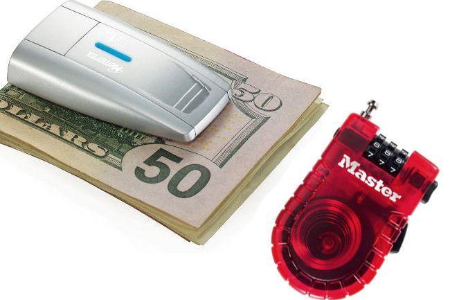 Los gadgets más económicos del año para viajeros...Master Lock 4605D  Revolucionando el mundo de los candados, el Master Lock es la mejor opción para aquellos que guardan dinero o pertenecias personales de valor en cajas de seguridad de los hoteles. Su valor es de 10 dólares e incluye una versión que cuenta con luz LED....