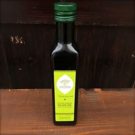 パレスチナ産のEXヴァージンオイル。一粒一粒、傷つけぬよう丁寧に積んだオリーブを、収穫後すぐに工場に運び低温処理で圧縮して採取した本物のEXヴァージンオリーブオイルです。