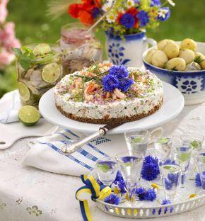 Lax, räkor, krämig färskost och pepparrot. En riktig festtårta som passar fint både som förrätt och på ettbuffébord.