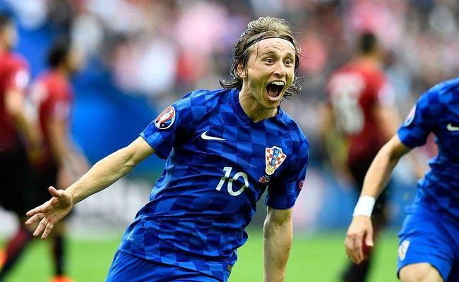 Modric lidera a una Croacia claramente superior a Turquía