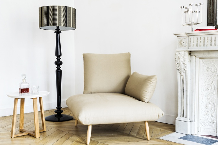 Naoko chair (beige) and Spindle lamp (Black).