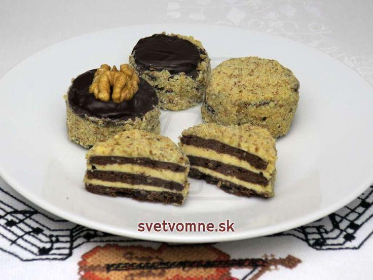Trojvrstvové, krehké a chuťovo úžasné koláčiky. Vhodné na každú slávnostnú príležitosť, zvlášť na vianočný stôl.