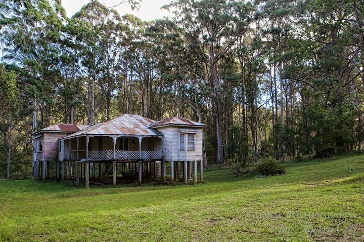An run down queenslander house. And old beauty.