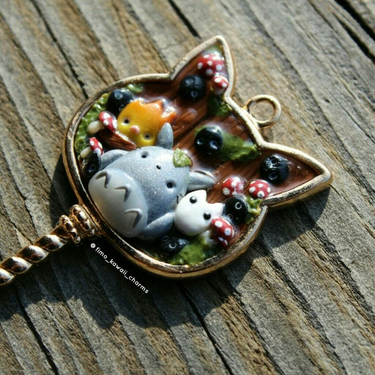 studio ghibli themed bezel! I used polymer clay and uv resin to make it!