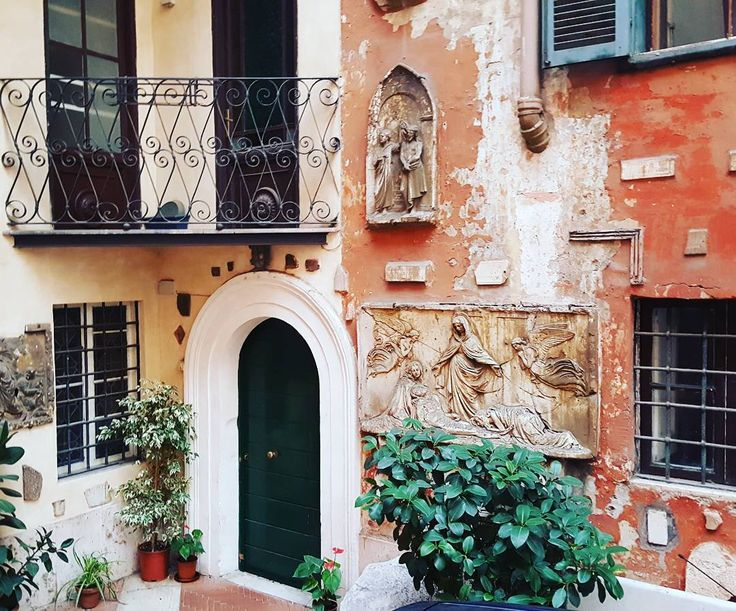 Artistic corner #traveling #inspired #italy #instagood #instadaily #sculpture #autumn