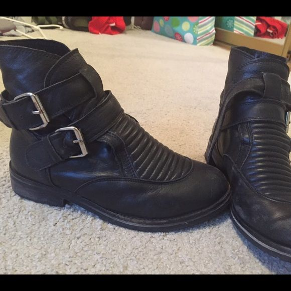 Black vagabond boot A little scuffed and broken in but still in great shape! Very comfortable and easy to put on. Deena & Oozzy Shoes Combat & Moto Boots
