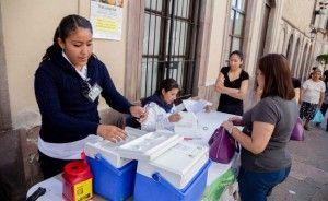 """La Secretaría de Salud del estado de México confirmó que dos escuelas particulares suspendieron clases para desinfectar sus instalaciones por casos de influenza estacional, aunque no """"tenemos por qué alarmarnos"""", ya que no existe ninguna contingencia al respecto. Elizabeth Dávila Chávez, directora del Instituto de Salud del Estado de México (ISEM), reiteró que la […]"""