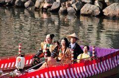 1611年の完成し400年以上の歴史を誇る松江城で天守最上階 天狗の間で結婚式を挙げられるプランが組限定で募集中です 挙式日は2017年3月4日土で新郎は甲冑新婦は打掛さらに参列する親族も時代衣装に身をつつんでの挙式となります 花嫁時代行列も行われ甲冑武者姿の松江武者応援隊がほら貝笛太鼓を奏でて行列に同行してくれます 応募は平成29年1月9日月祝までですお急ぎください   #松江市 #松江城 #結婚式tags[島根県]