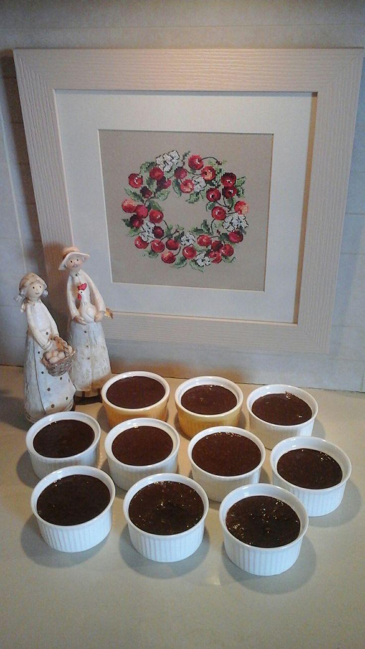 Λαχταριστά σουφλέ σοκολάτας με τη συνταγή της Αργυρώς Μπαρμπαρήγου. Εμένα μου αρέσουν με μια  δυό κουταλιές  νεράτζι μαρμελάδα - γλυκό του κουταλιού.